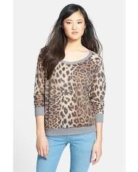 dunkelgrauer Pullover mit einem Rundhalsausschnitt mit Leopardenmuster