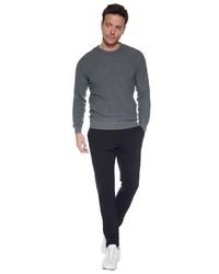 dunkelgrauer Pullover mit einem Rundhalsausschnitt von SteffenKlein