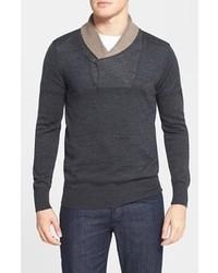 dunkelgrauer Pullover mit einem Schalkragen