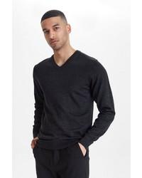 dunkelgrauer Pullover mit einem V-Ausschnitt von CASUAL FRIDAY