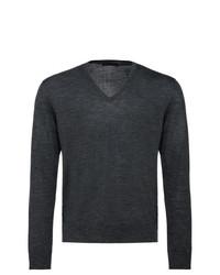 dunkelgrauer Pullover mit einem V-Ausschnitt von Prada