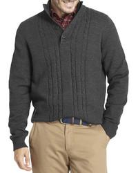 dunkelgrauer Pullover mit einem zugeknöpften Kragen