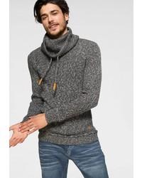 dunkelgrauer Pullover mit einer weiten Rollkragen von John Devin