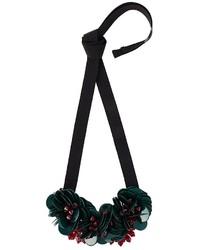 dunkelgrüne Halskette mit Blumenmuster von P.A.R.O.S.H.