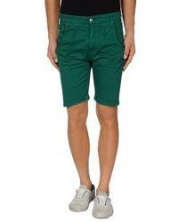dunkelgrüne Shorts