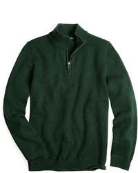 dunkelgrüner Pullover mit einem Reißverschluss am Kragen