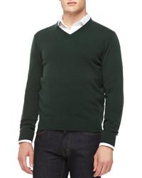 dunkelgrüner Pullover mit einem V-Ausschnitt