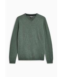 dunkelgrüner Pullover mit einem V-Ausschnitt von next