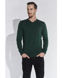 dunkelgrüner Pullover mit einem V-Ausschnitt von SteffenKlein