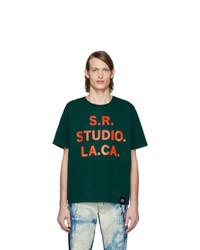 dunkelgrünes bedrucktes T-Shirt mit einem Rundhalsausschnitt von S.R. STUDIO. LA. CA.