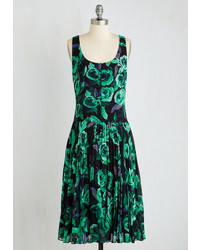 dunkelgrünes Midikleid mit Blumenmuster