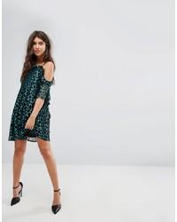 dunkelgrünes schwingendes Kleid von PrettyLittleThing