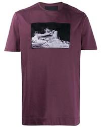 dunkellila bedrucktes T-Shirt mit einem Rundhalsausschnitt von Limitato