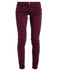 dunkellila enge Jeans von Le Temps Des Cerises