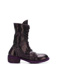 dunkellila flache Stiefel mit einer Schnürung aus Leder
