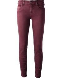 dunkelrote enge Jeans