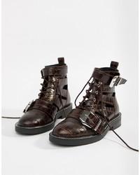 dunkelrote flache Stiefel mit einer Schnürung aus Leder von ASOS DESIGN