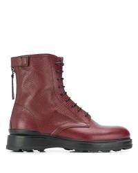 dunkelrote flache Stiefel mit einer Schnürung aus Leder von Woolrich