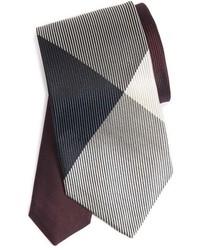dunkelrote Krawatte mit Karomuster