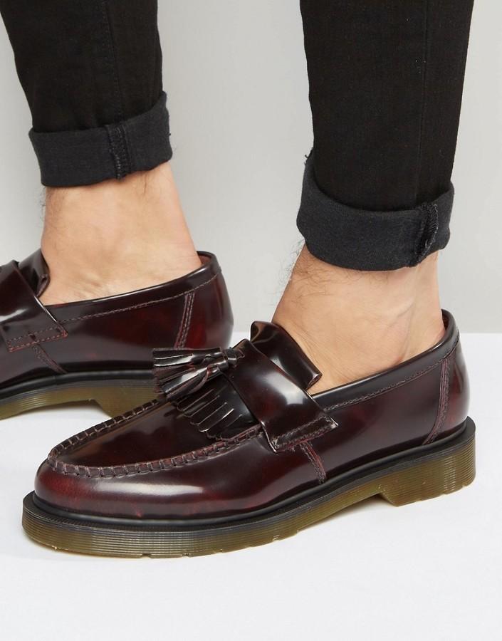 164616b279e2 dunkelrote Leder Slipper mit Quasten von Dr. Martens   Wo zu kaufen ...