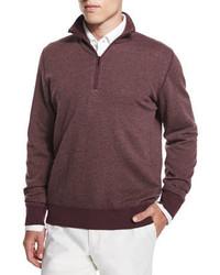 dunkelroter Pullover mit einem Reißverschluss am Kragen