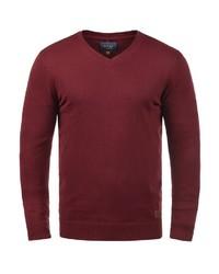 dunkelroter Pullover mit einem V-Ausschnitt von BLEND