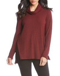 dunkelroter Pullover mit einer weiten Rollkragen