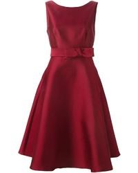 dunkelrotes ausgestelltes Kleid von P.A.R.O.S.H.