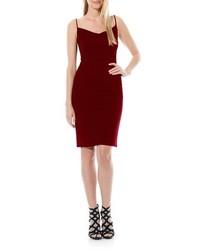 dunkelrotes figurbetontes Kleid