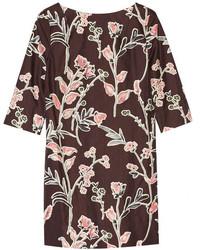 dunkelrotes gerade geschnittenes Kleid mit Blumenmuster