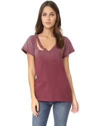 dunkelrotes T-Shirt mit einem V-Ausschnitt von LnA