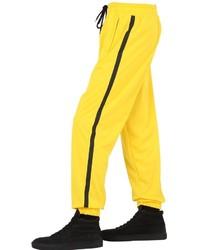gelbe Jogginghose