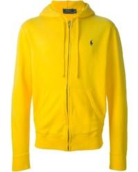 gelber Pullover mit einem Kapuze