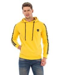 gelber Pullover mit einem Kapuze von Cipo & Baxx