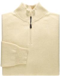 gelber Pullover mit einem Reißverschluss am Kragen
