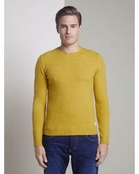 gelber Pullover mit einem Rundhalsausschnitt von Tom Tailor