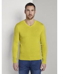 gelber Pullover mit einem V-Ausschnitt von Tom Tailor