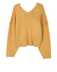 gelber Pullover mit einem V-Ausschnitt von Mango