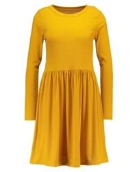 Gelbes Ausgestelltes Kleid von Glamorous