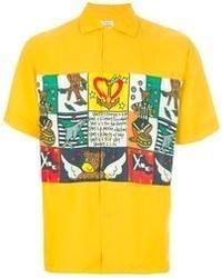 gelbes bedrucktes Kurzarmhemd