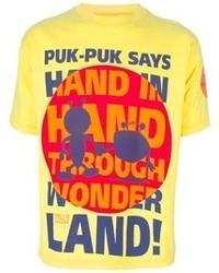 gelbes bedrucktes T-Shirt mit einem Rundhalsausschnitt