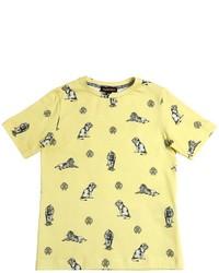 gelbes bedrucktes T-shirt