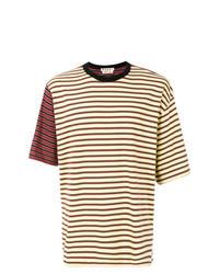 gelbes horizontal gestreiftes T-Shirt mit einem Rundhalsausschnitt