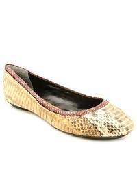 gelbes Schuhwerk