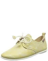 gelbes Schuhwerk von PIKOLINOS
