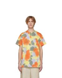 gelbes T-Shirt mit einem Rundhalsausschnitt mit Batikmuster