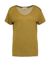 gelbes T-Shirt mit einem V-Ausschnitt von Moss Copenhagen
