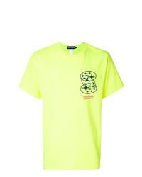 gelbgrünes bedrucktes T-Shirt mit einem Rundhalsausschnitt