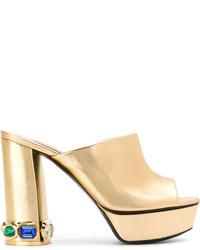 goldene verzierte Leder Pantoletten von Casadei