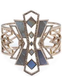 goldenes Armband mit geometrischen Mustern